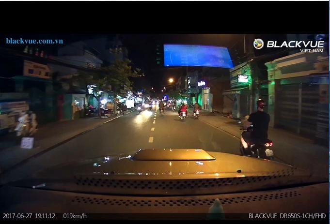 Untitled 1 - Hình ảnh camera hành trình Hàn Quốc DR650S một kênh quay vào ban đêm