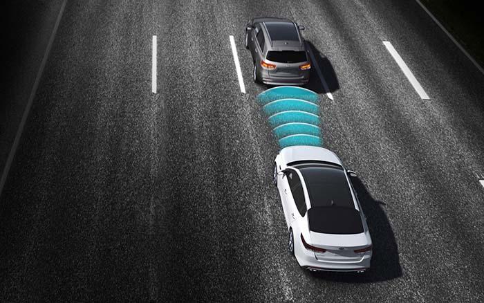 canh bao va cham - Một số tính năng quan trọng trên ô tô bạn cần biết