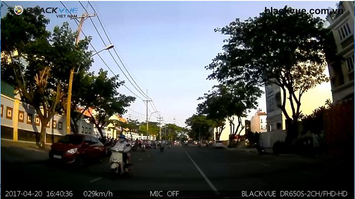Untitled 4 - Camera sau của camera hành trình Blackvue quay hình siêu rõ nét