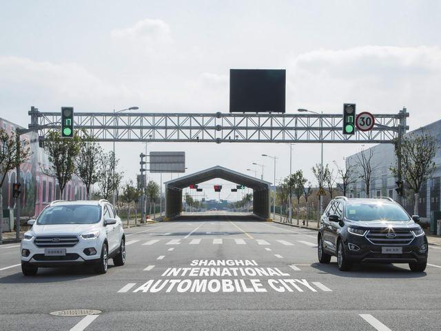 1 - Công nghệ thử nghiệm của Ford sẽ giúp lái xe tránh đèn đỏ