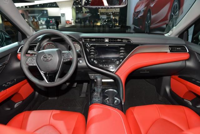 6 - Toyota Camry 2018 có gì?