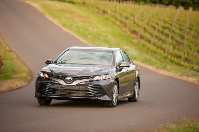 7 - Toyota Camry 2018 có gì?