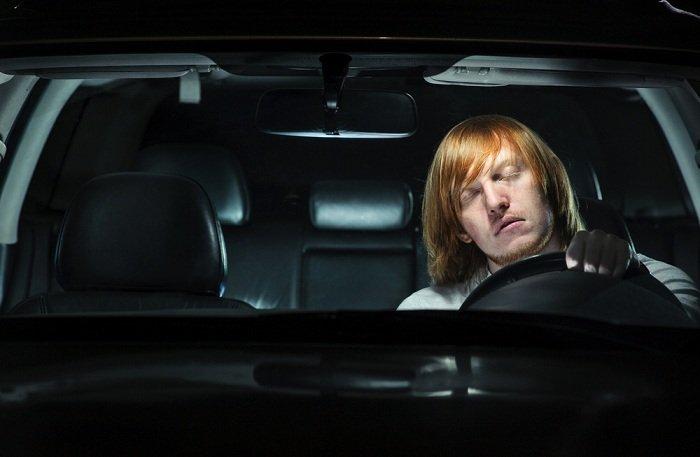 sleeping behind the wheel - Muốn lái xe an toàn vào ban đêm cần lưu ý những điều gì?