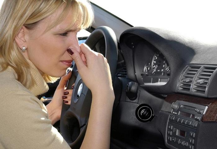 """mui la tren xe o to 1 - Đoán """"bệnh"""" để khử mùi ô tô qua 6 mùi lạ này"""