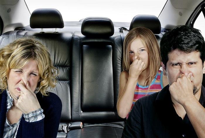 """mui la tren xe o to - Đoán """"bệnh"""" để khử mùi ô tô qua 6 mùi lạ này"""