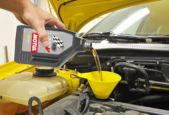 thay dau o to 4 - Khi thay dầu ô tô cần ghi nhớ 4 nguyên tắc cơ bản