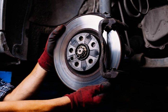 kiem tra he thong phanh xe o to - Những bộ phận nào trên xe hơi nên được kiểm tra thường xuyên?