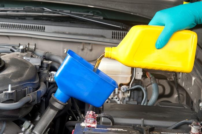 thay dau cho oto - Những bộ phận nào trên xe hơi nên được kiểm tra thường xuyên?