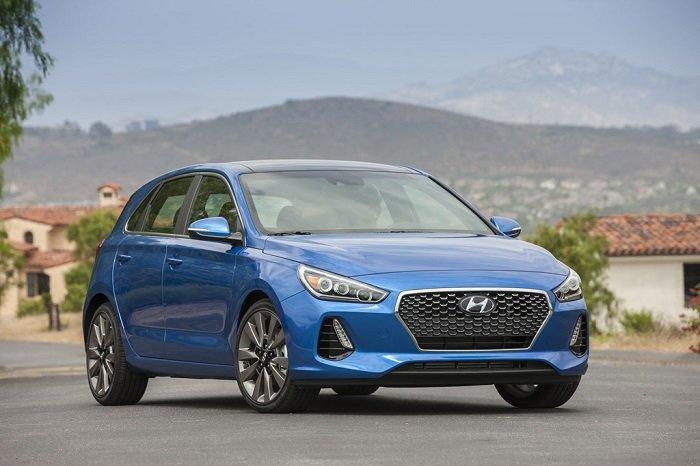 3.Hyundai Elantra GT - Điểm danh những xế hộp tầm giá 30.000 USD mê hoặc người dùng