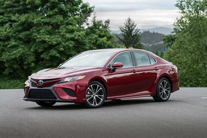 7.Toyota Camry - Điểm danh những xế hộp tầm giá 30.000 USD mê hoặc người dùng