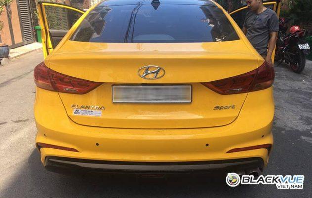 hyndai elantra 2 631x400 - Hyundai Elantra vàng rực đón Tết bên Blackvue DR590W