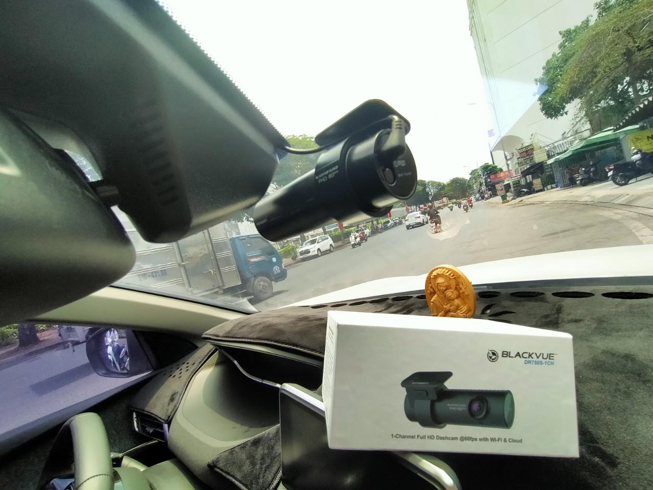 b1e72e766c9d96c3cf8c 1 - Màn hình và cảnh báo camera hành trình có cần thiết?