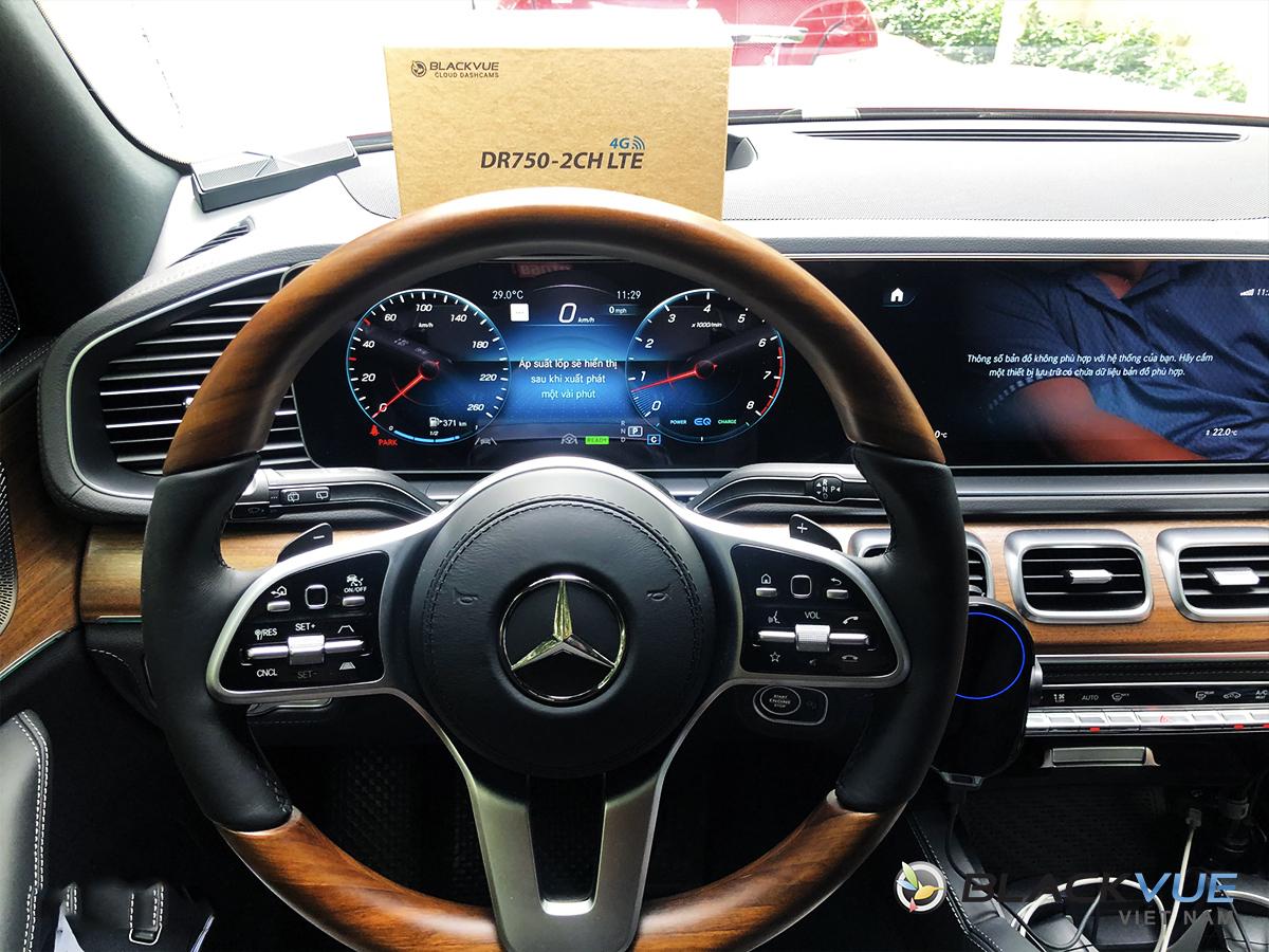 b - Mercedes nên lắp camera hành trình nào?