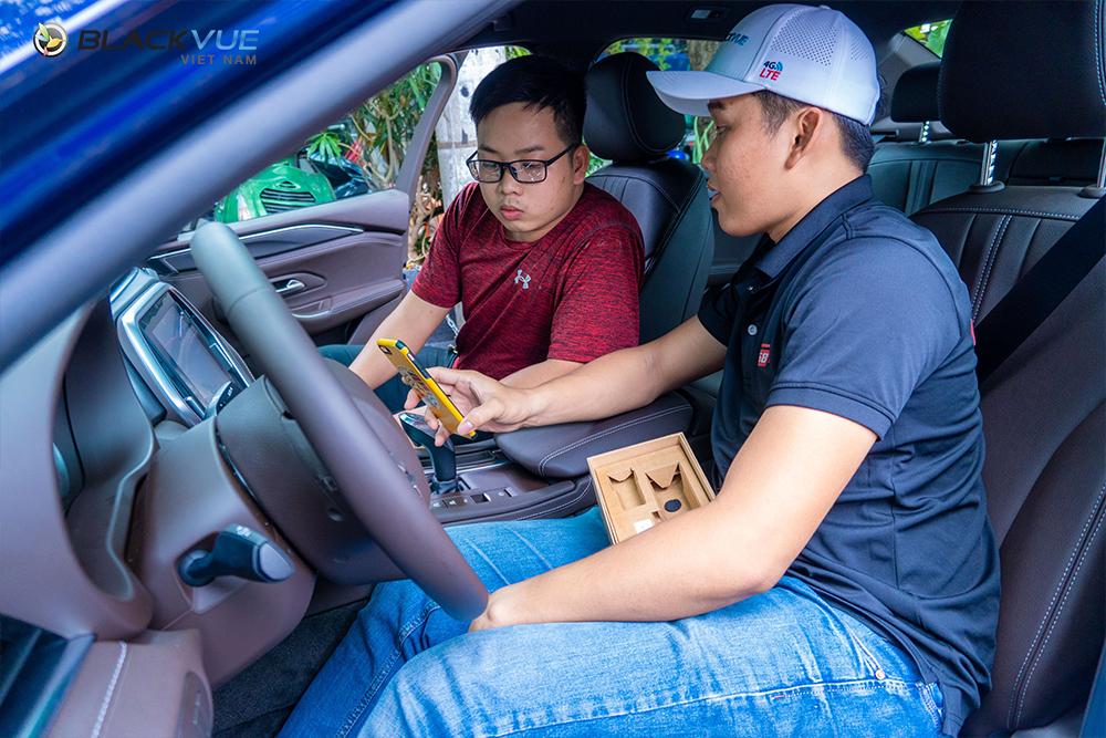 Để đảm bảo an toàn tuyệt đối cho bạn trong quá trình lái xe, trong bài viết hôm nay tôi sẽ gửi tới bạn một số thiết bị camera hành trình cho Vinfast tốt nhất. Dưới đây là thông tin chi tiết về từng thiết bị.